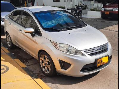 Automóviles Ventas  Ford Fiesta 1.6 Automat 2013