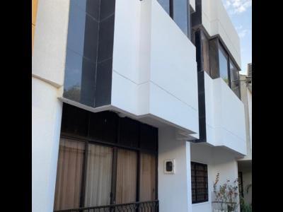 Casas Arriendos  Crespo, 153Mts²